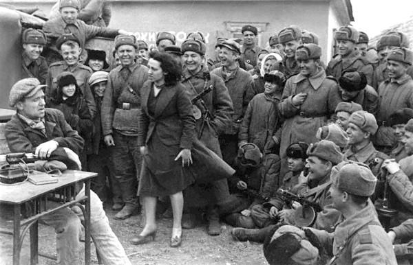 Концертные бригады и фронтовые театры во время Великой Отечественной войны